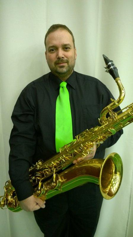Berzi Ákos - baritonszaxofon, vendégművész